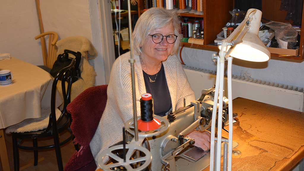 skindladen ved symaskine